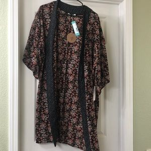 August Mist Kimono Size Small NWT Black Floral